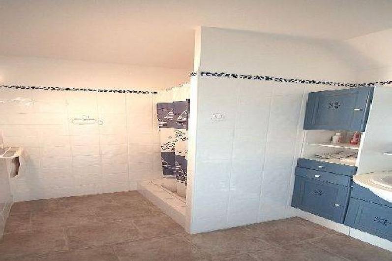Location de vacances - Chambre d'hôtes à Vedène - Salle d'eau Chambre Tournesol