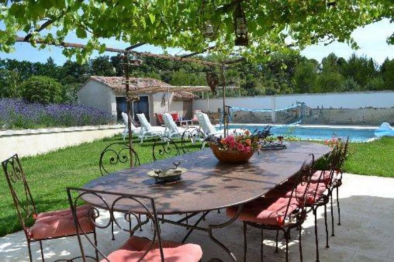 Location de vacances - Villa à Saint-Saturnin-lès-Apt - terrasse ombragée