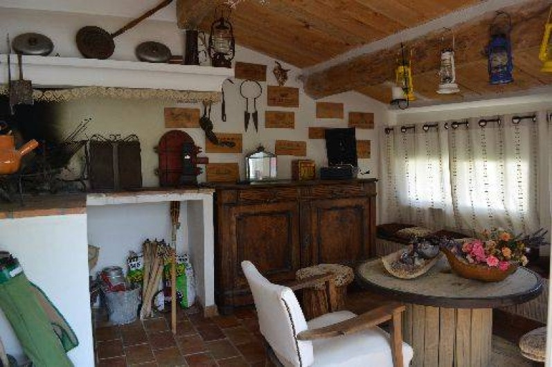 Location de vacances - Villa à Saint-Saturnin-lès-Apt - coin barbecue