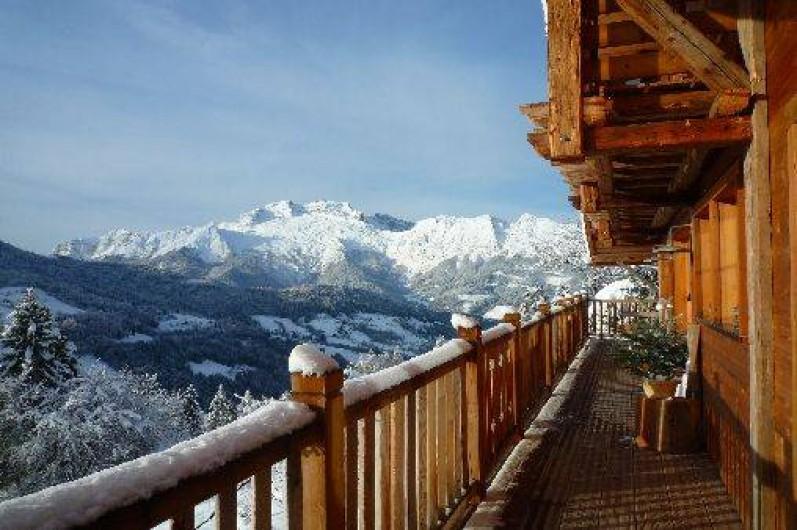 Location de vacances - Chalet à Manigod - Vue sur la Tournette depuis le balcon sud