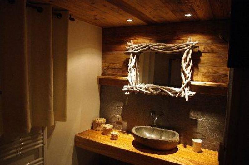 Location de vacances - Chalet à Manigod - Salle de bain Chambre RDJ