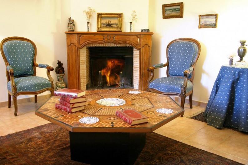 Location de vacances - Chambre d'hôtes à Saint-Martin-le-Vieil - Séjour bibliothèque