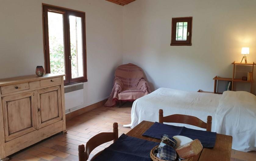 Location de vacances - Chambre d'hôtes à Saint-Martin-le-Vieil - Séjour-chambre gîte Le Verger de Villelongue