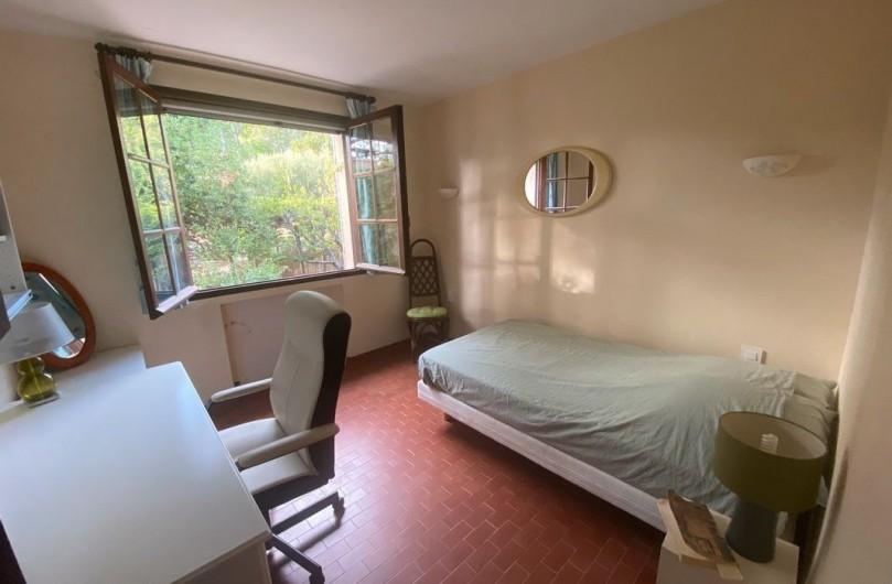Location de vacances - Maison - Villa à Carqueiranne - Chambre avec 1 lit 120 x 180