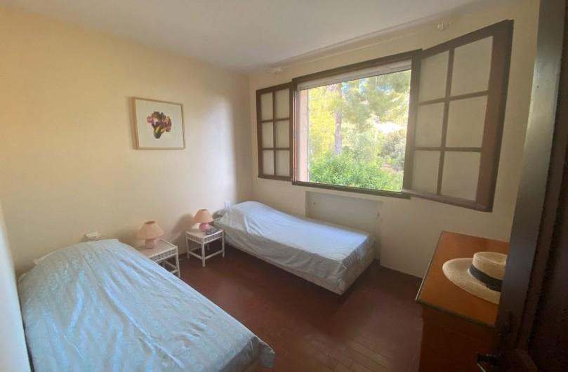 Location de vacances - Maison - Villa à Carqueiranne - Chambre avec 2 lits gigognes
