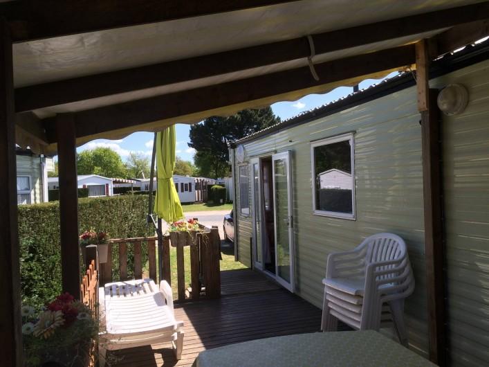 Location de vacances - Bungalow - Mobilhome à Les Mathes - terrasse 20m2  couverte fixe et amovible, portillons sécurité, double accès
