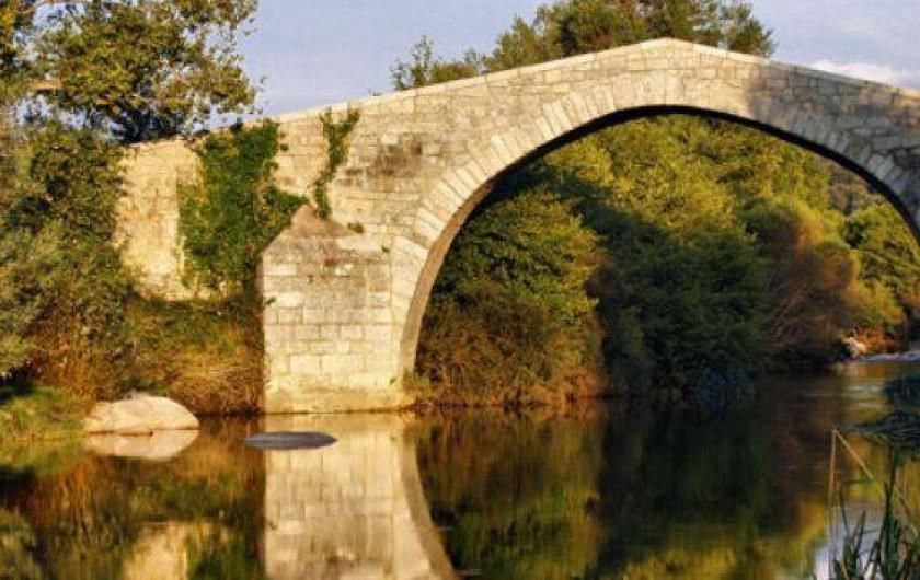"""Location de vacances - Appartement à Propriano - Pont génois """"Spina Cavalu""""  sur le Rizzanèse  près de Sartène"""