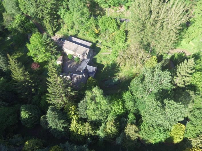 Location de vacances - Chambre d'hôtes à Saint-Laurent-de-Lévézou - Vue aérienne de La Melière