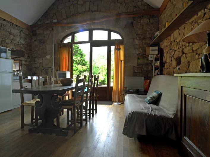 Location de vacances - Chambre d'hôtes à Saint-Laurent-de-Lévézou - Pièce de vie du gîte