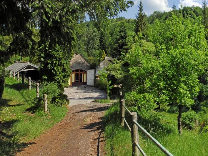 Location de vacances - Chambre d'hôtes à Saint-Laurent-de-Lévézou - Accès gîte