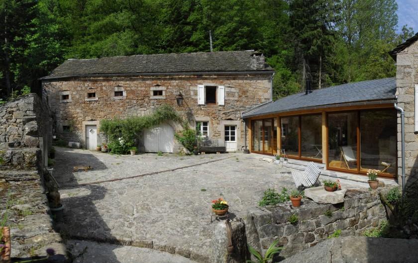 Location de vacances - Chambre d'hôtes à Saint-Laurent-de-Lévézou - Vue de la Chambre de La Cour