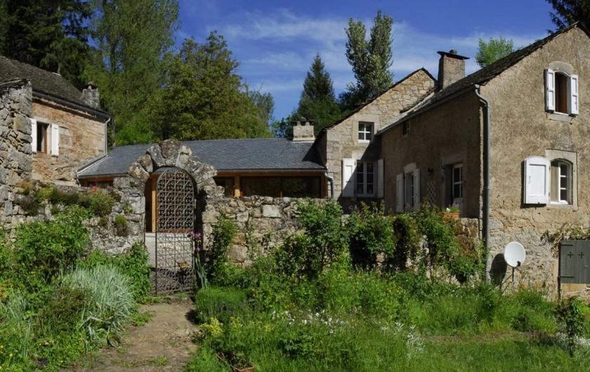 Location de vacances - Chambre d'hôtes à Saint-Laurent-de-Lévézou - Vue sud de La Melière