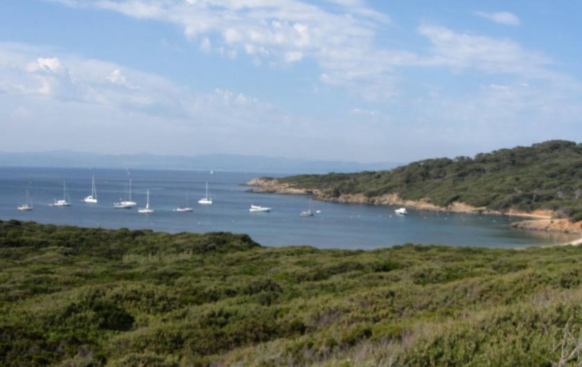 Location de vacances - Appartement à Hyères - L'île de Porquerolles  en face des Salins D'Hyeres(1H en bâteau)