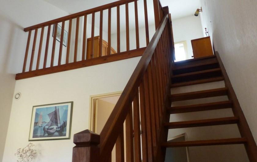 Location de vacances - Appartement à Hyères - La mezzanine vue du bas