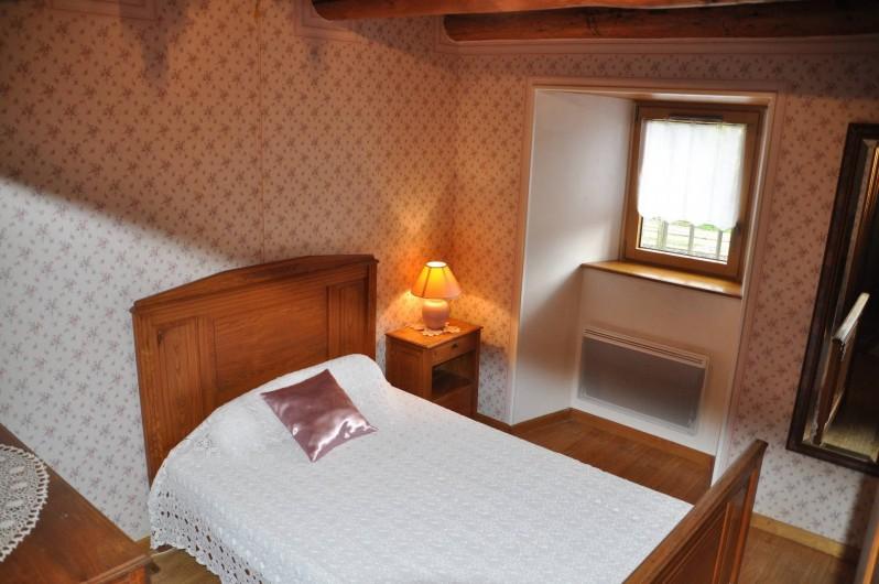 Location de vacances - Gîte à Saint-Flour - chambre rose