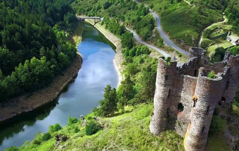 Location de vacances - Gîte à Saint-Flour - le Château d'Alleuze