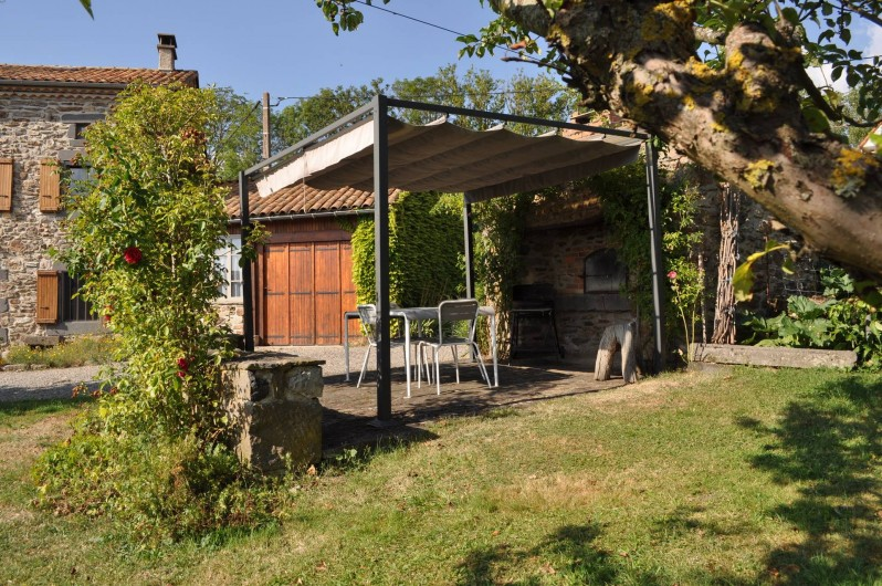 Location de vacances - Gîte à Saint-Flour - terrasse avec pergola