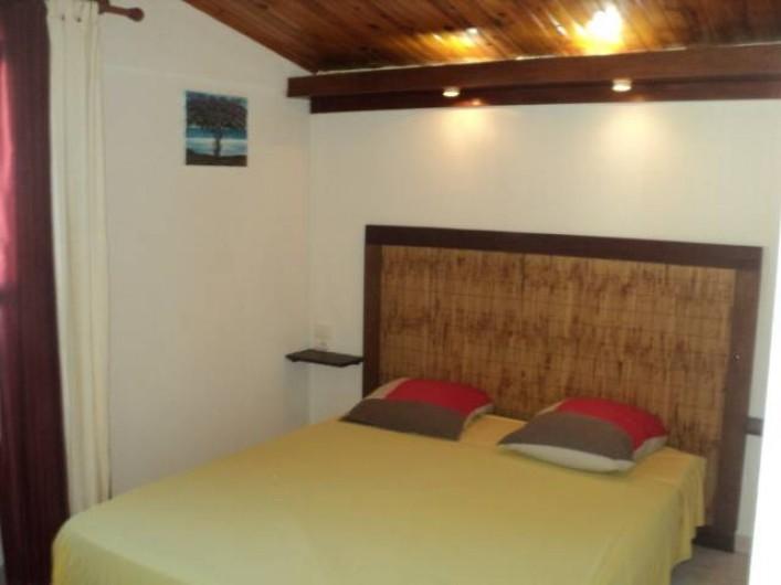 Location de vacances - Gîte à Bois De Nèfles - Chambre 1 lit 160X190 + armoire