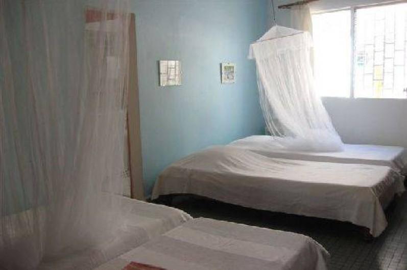 Location de vacances - Villa à Saint-François - Chambre avec 4 lits simples, climatisée, salle de bain et wc
