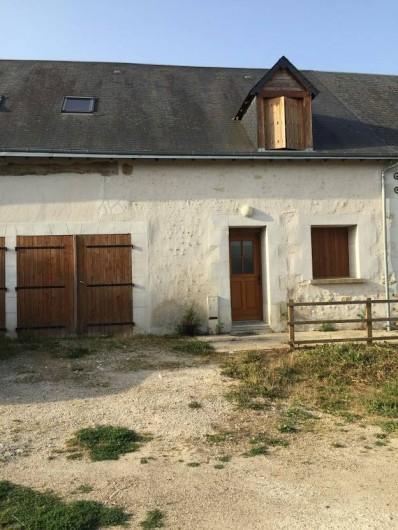 Location de vacances - Maison - Villa à Souvigny-de-Touraine - Façade de la maison : Grange restaurée à l'ancienne