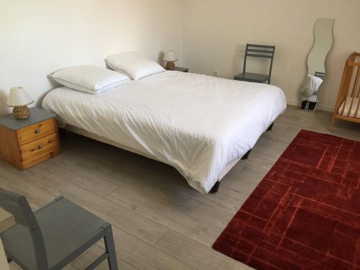 Location de vacances - Maison - Villa à Souvigny-de-Touraine - Chambre parentale avec lit bébé