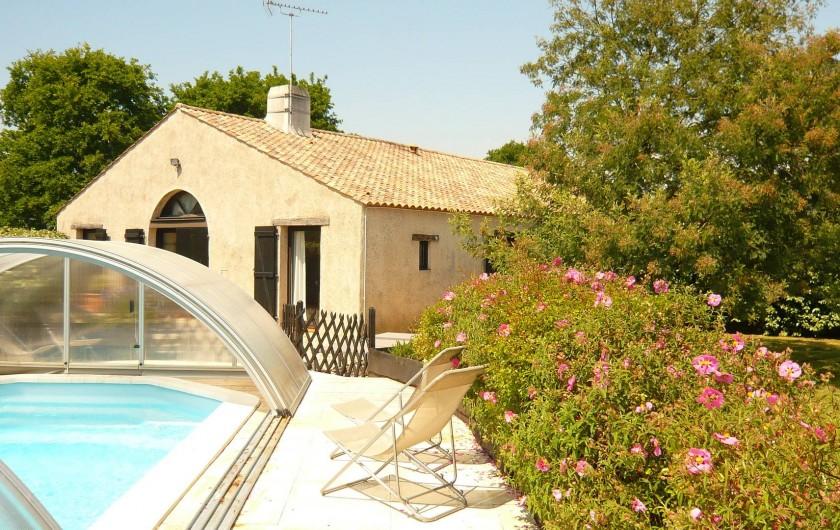 """Location de vacances - Gîte à Sallertaine - """"La grange"""" et sa piscine privative couverte"""