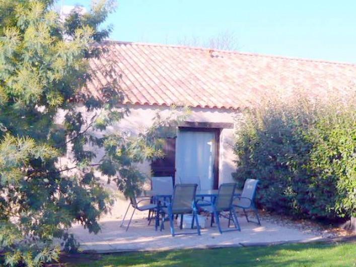 Location de vacances - Gîte à Sallertaine - Coin repas et terrasse