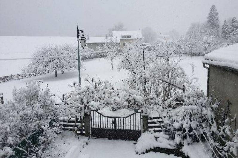 Location de vacances - Maison - Villa à Allevard - cour en hiver