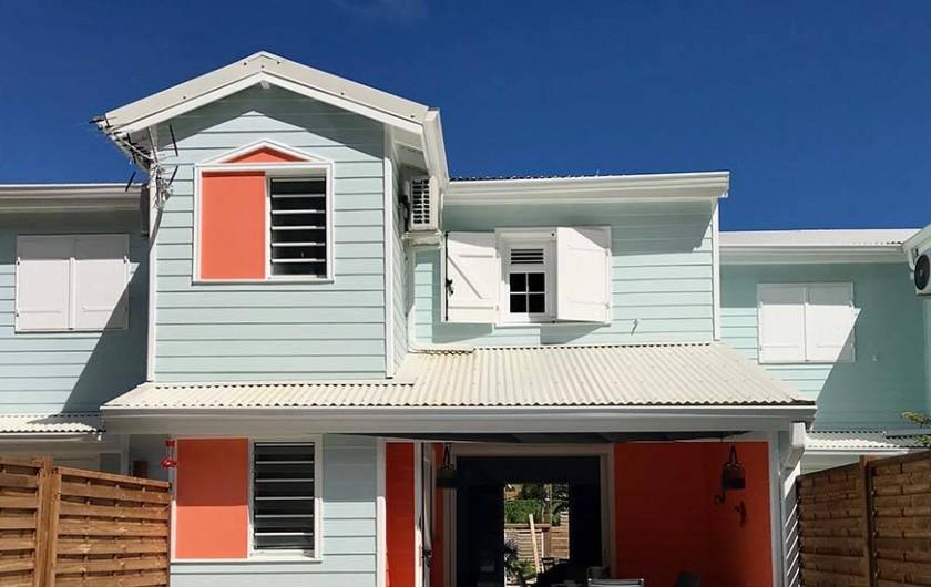 Location de vacances - Villa à Les Trois-Îlets - Façade plein sud
