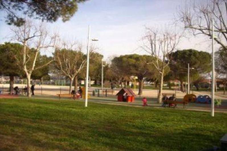 Location de vacances - Appartement à Toulon - JARDIN D ENFANTS