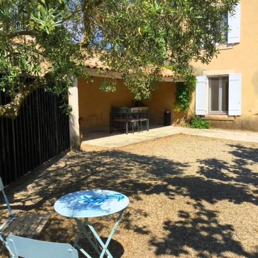 Location de vacances - Gîte à Bédarrides - Terrasse privée