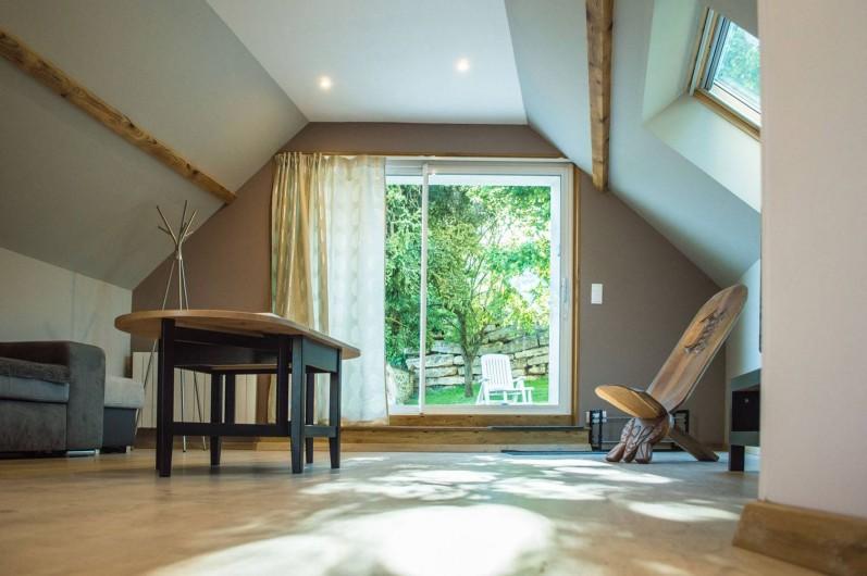 Location de vacances - Gîte à Essômes-sur-Marne - salon avec vue sur le jardin