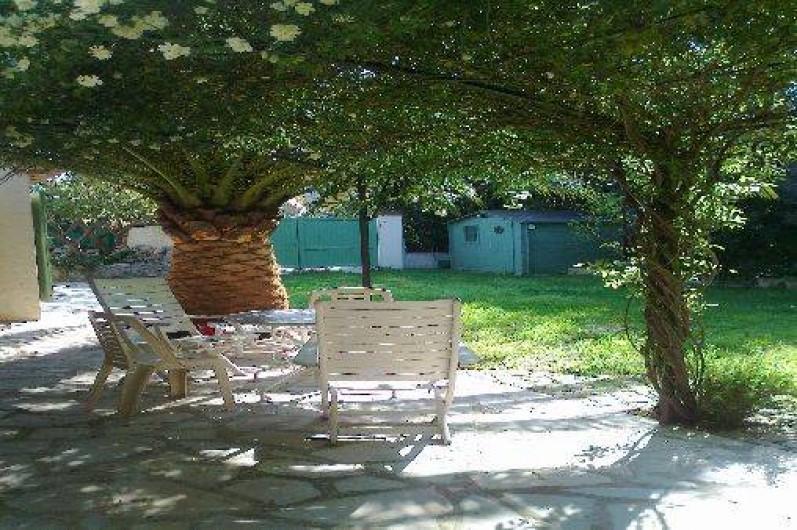 Location de vacances - Villa à Golfe-Juan - l'ombre de la tonnelle !!
