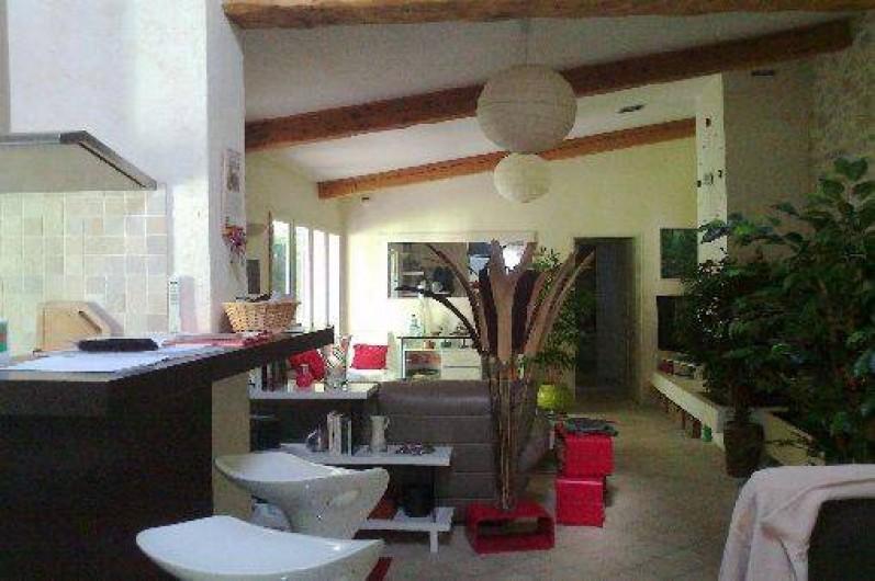 Location de vacances - Villa à Golfe-Juan - Cuisine et salon ......