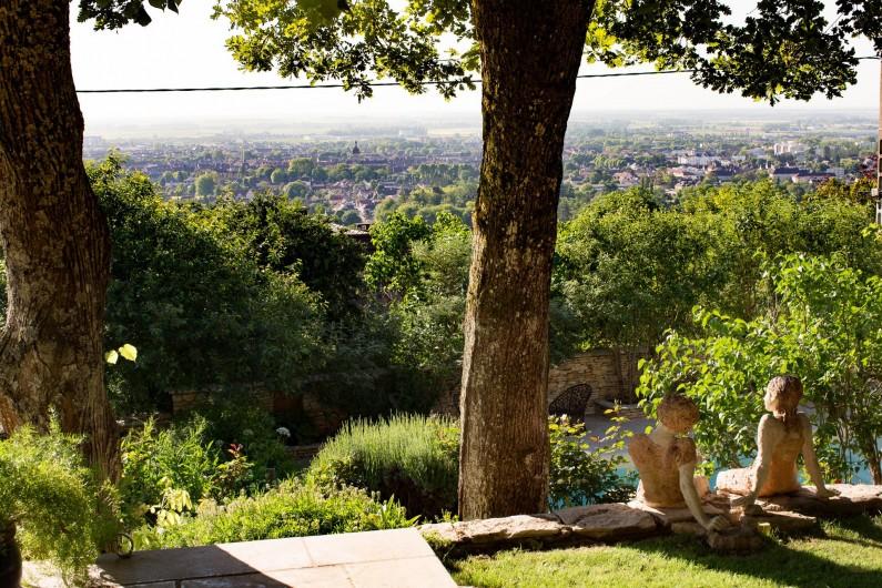 Location de vacances - Chambre d'hôtes à Beaune - Vue sur Beaune depuis le jardin bio