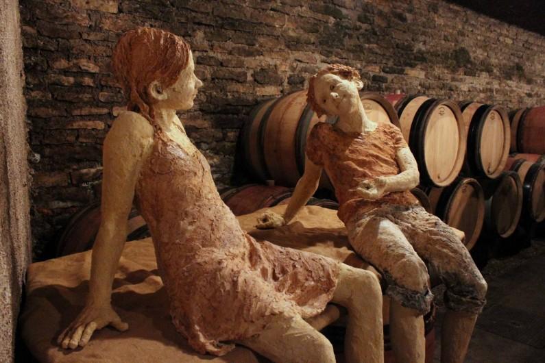 Location de vacances - Chambre d'hôtes à Beaune - Les sculptures en terre de Jurga, taille nature.