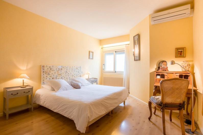 Location de vacances - Chambre d'hôtes à Beaune - La chambre Les Aubépines, vue sur Beaune