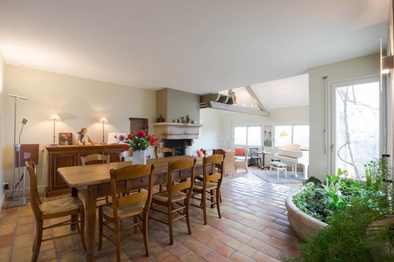 Location de vacances - Chambre d'hôtes à Beaune - Le salon et salle à manger de La Terre d'Or