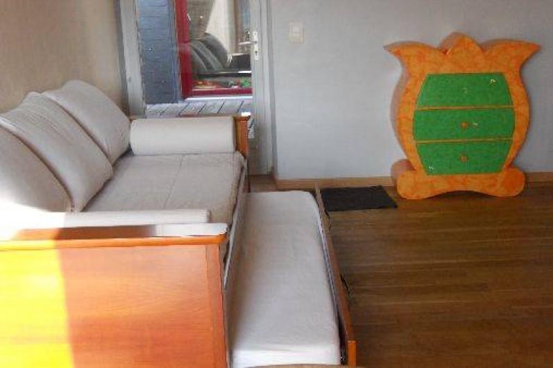 """Location de vacances - Chambre d'hôtes à Clécy - 2 lits """"gigogne""""."""