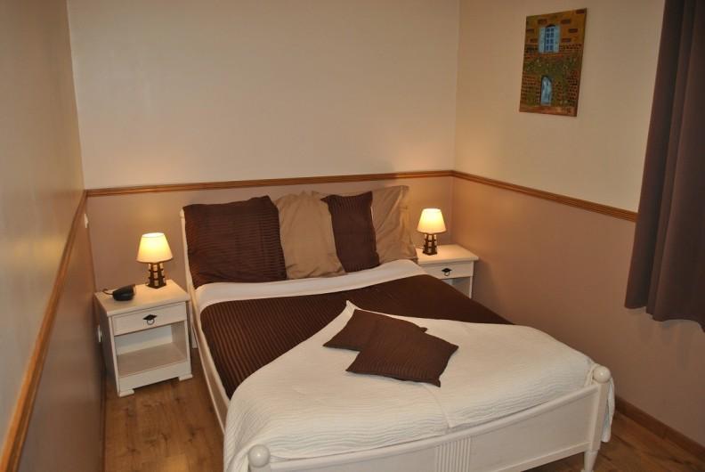 """Location de vacances - Gîte à Landouzy-la-ville - Chambre """"Aurore""""  Rez de chaussée 1 lit double 140 x 190"""