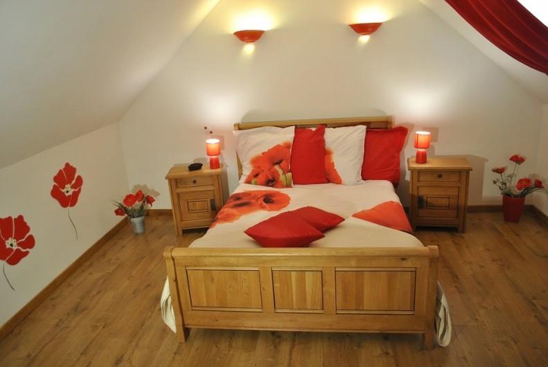 """Location de vacances - Gîte à Landouzy-la-ville - Chambre """"Coquelicots"""" Etage 1 lit double 140 x 190"""