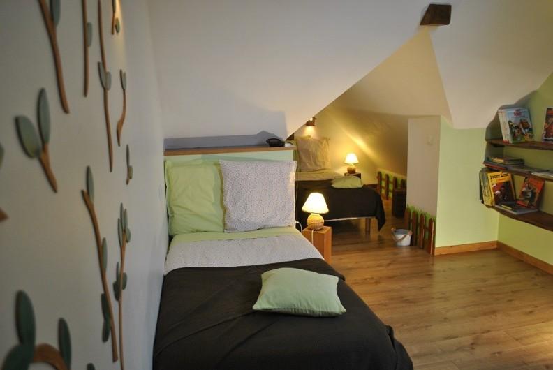 """Location de vacances - Gîte à Landouzy-la-ville - Chambre """"Cabane"""" Etage 2 lits simples 90 x 190"""