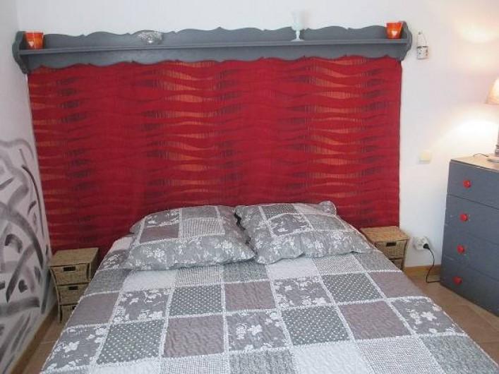 Location de vacances - Gîte à Salon-de-Provence - La chambre et son lit pour 2 personnes
