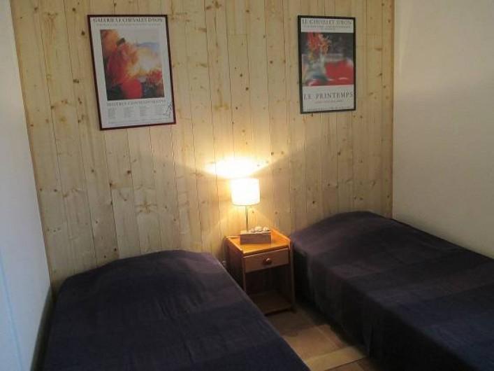 Location de vacances - Gîte à Salon-de-Provence - La seconde chambre avec ses 2 lits pouvant être rapprochés