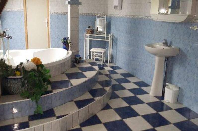 Location de vacances - Gîte à Autun - salle de bain étage