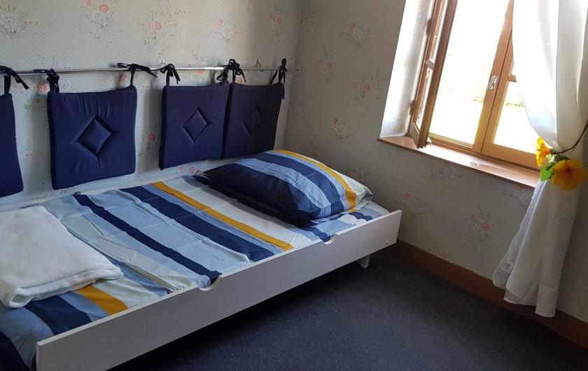 Location de vacances - Gîte à Bourguenolles - Chambre avec lits simples