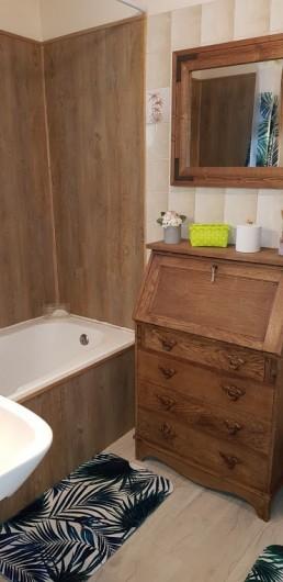Location de vacances - Gîte à Bourguenolles - salle de bain