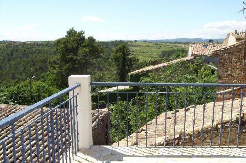 Location de vacances - Gîte à Bize-Minervois - terrasse au couchant avec vue sur les toits