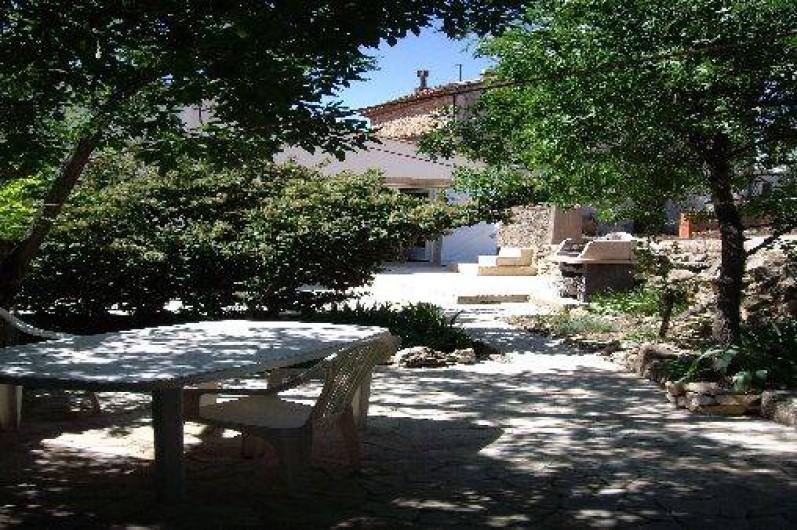 Location de vacances - Gîte à Bize-Minervois - terrasse avec ombre ou soleil au choix