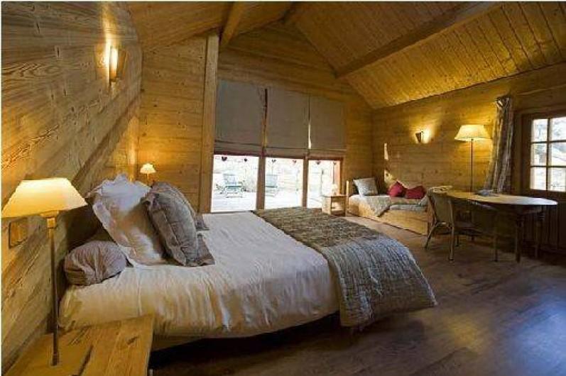 Location de vacances - Hôtel - Auberge à Névache - Chambres lumineuses avec de grandes mezzanines pour les enfants ...